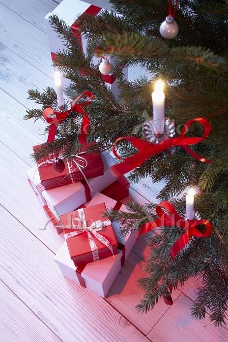 クリスマスキャンドルとプレゼント