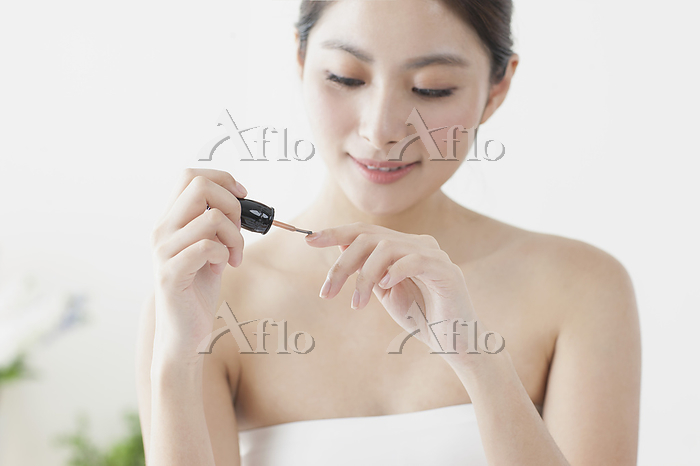 Beautiful Asian woman painting・・・