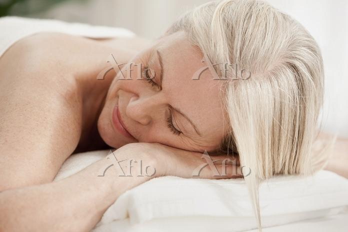 Mature woman relaxing on massa・・・
