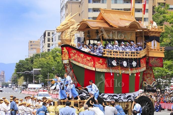 京都府 祇園祭 辻回しをする大船鉾