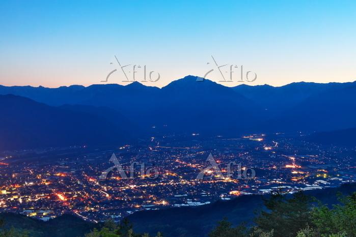 長野県 北アルプスと大町市の夜景
