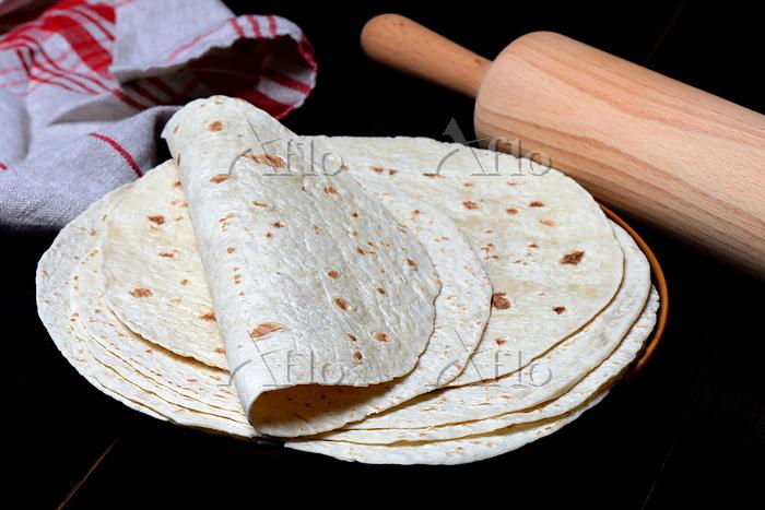 Tortillas auf Teller und Nudel・・・