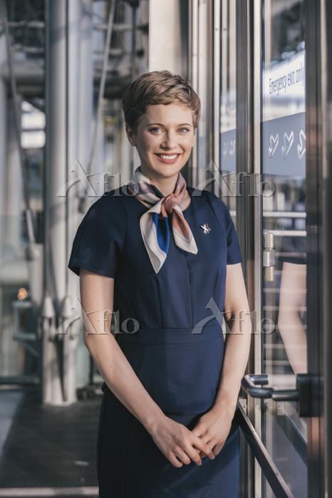Portrait of smiling airline em・・・