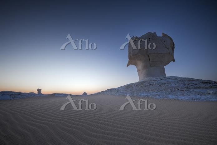 エジプト リビア砂漠 白砂漠
