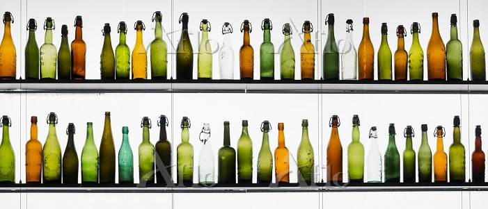 Two rows of different beer bot・・・