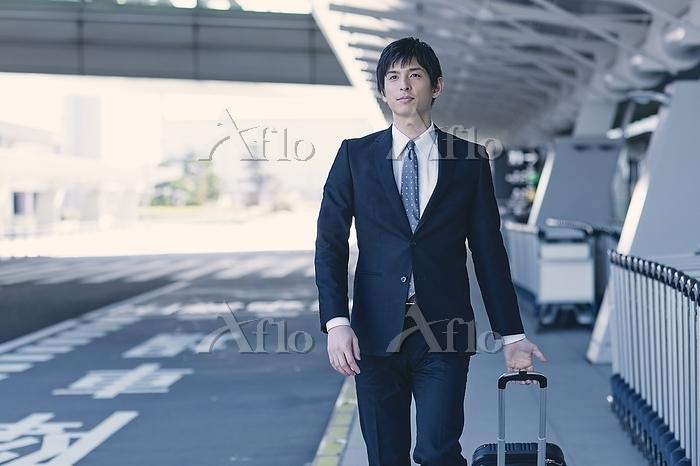 出張する日本人ビジネスマン