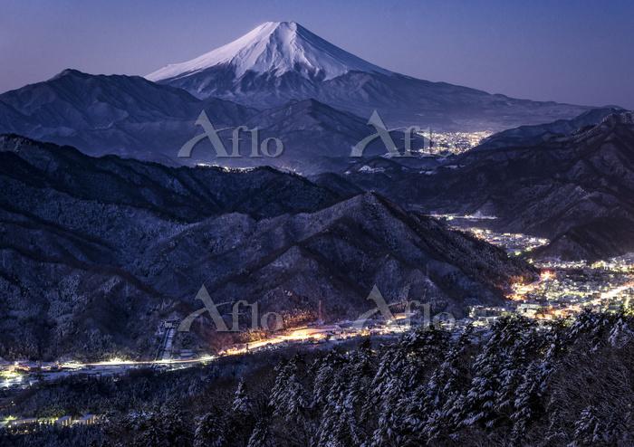 山梨県 百蔵山より望む山並みと富士山