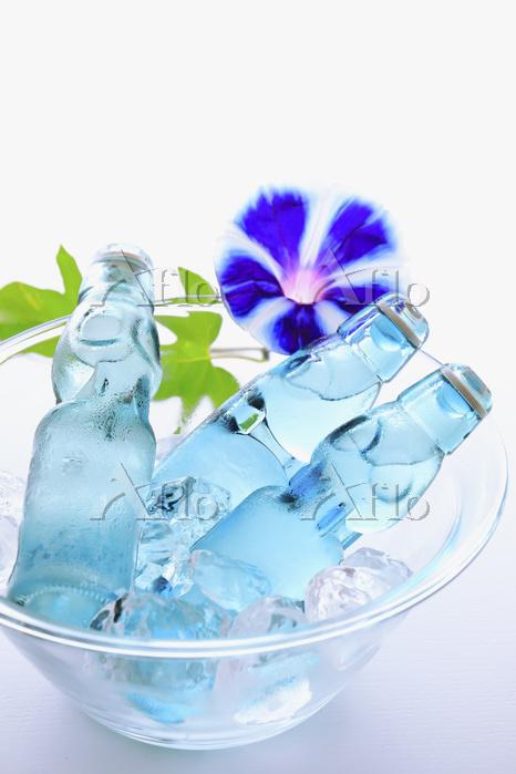 氷で冷やされた昔ながらの瓶ラムネ