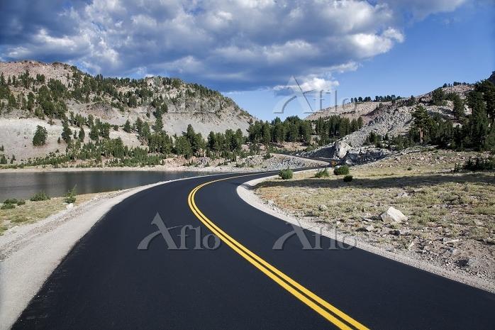Road through Lassen Volcanioc ・・・