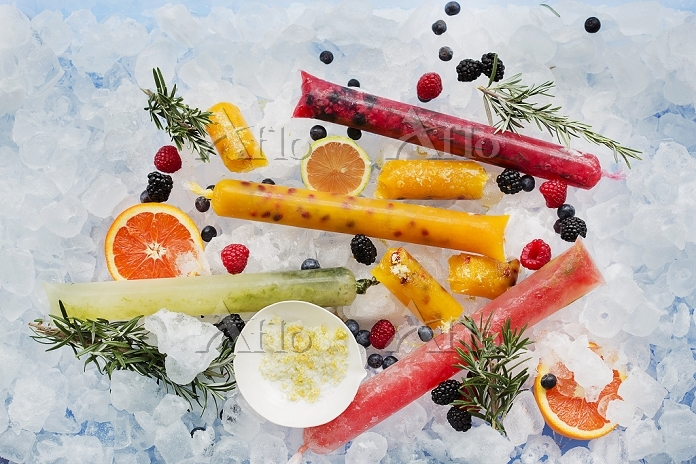 Ice lollies with berries and f・・・