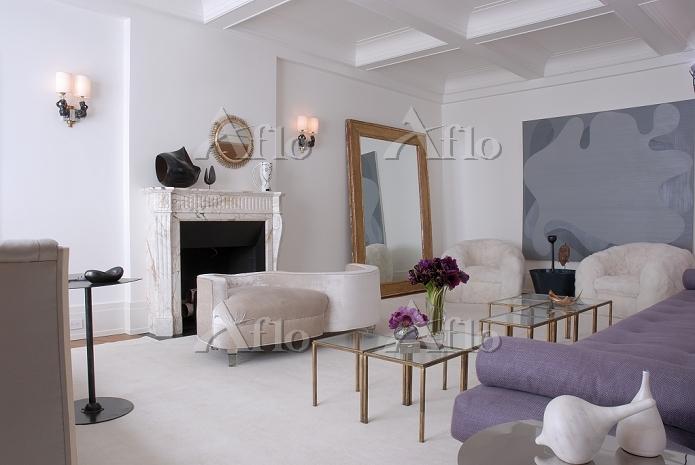 Elegant, feminine living room ・・・