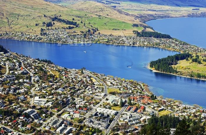 Queenstown and Lake Wakatipu, ・・・