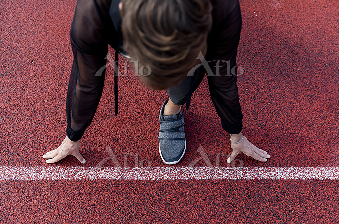Athletic woman at starting lin・・・