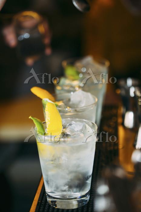 Barman preparing cocktails in ・・・