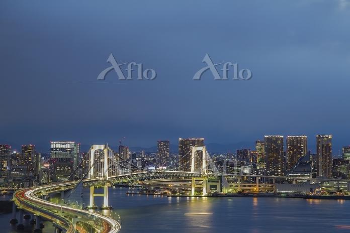 東京都 江東区 レインボーブリッジと東京湾の夜景