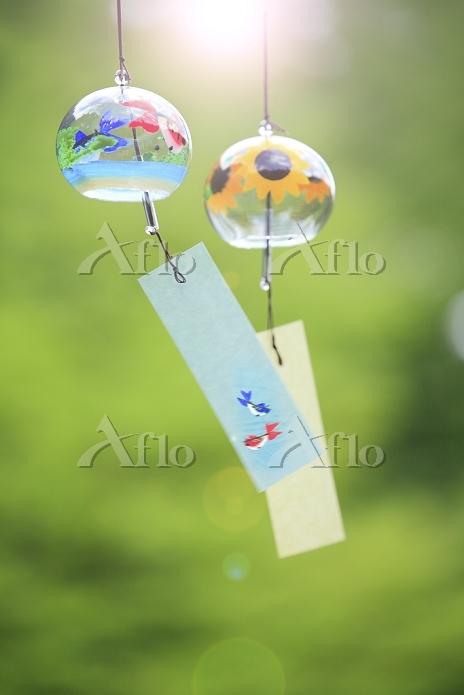 風になびく2個の風鈴