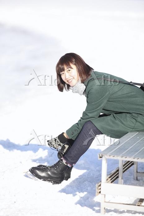 スケートをする日本人女性
