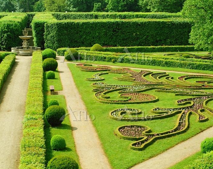 チェコ クロムニェジーシュの庭園