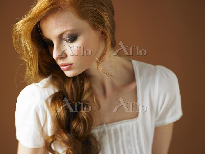 赤毛の美しい女性