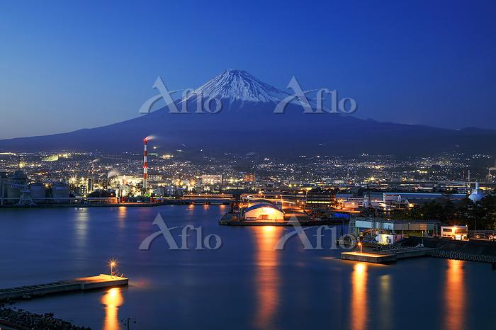 静岡県 田子の浦港と富士山の夕景