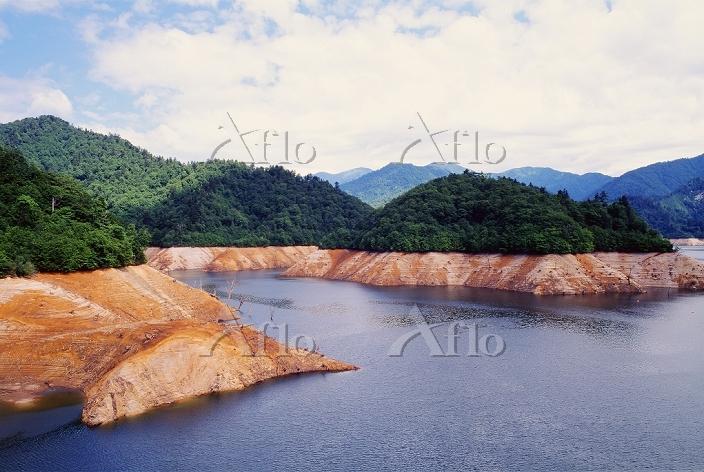 渇水時の矢木沢ダム 2006年