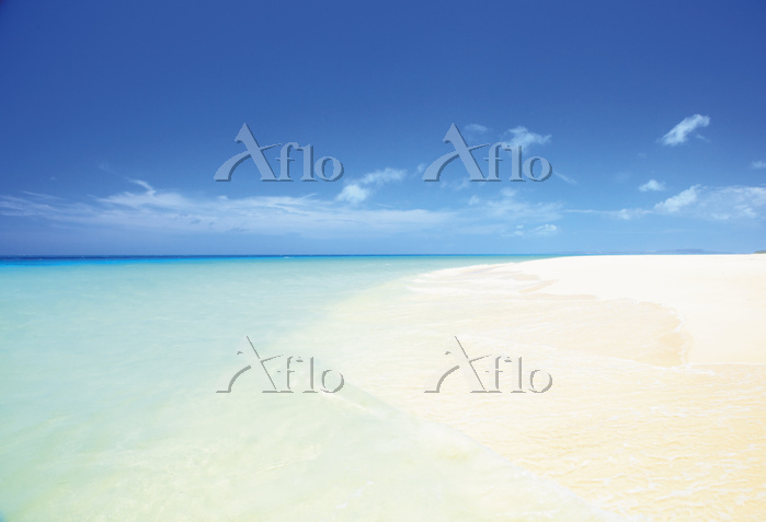 沖縄県 白い砂の美しい砂山ビーチ