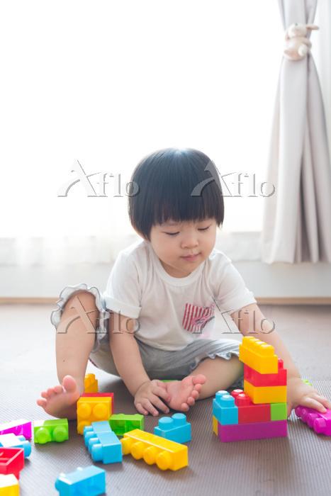 子供部屋で赤ちゃん  1歳9ヶ月