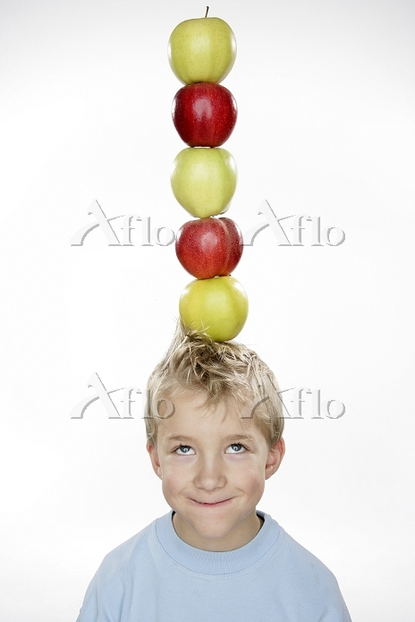 Little boy with apples on his ・・・