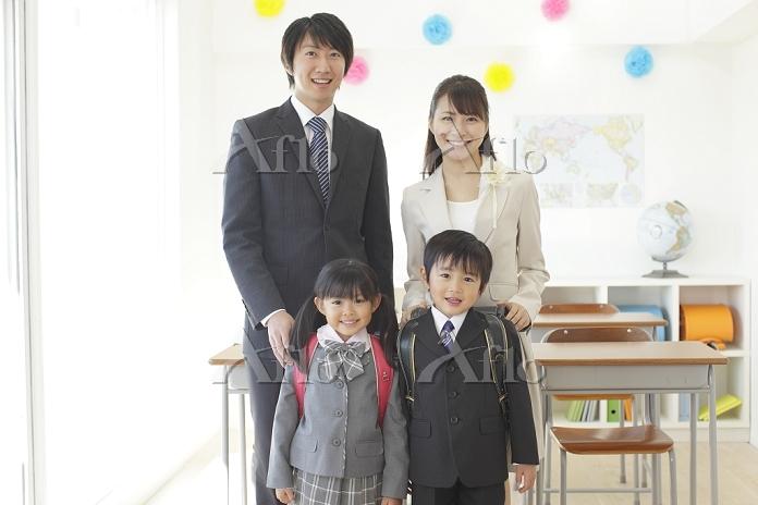 教室にて親と小学生
