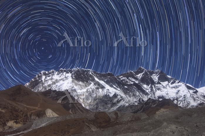 Circumpolar star trails above ・・・