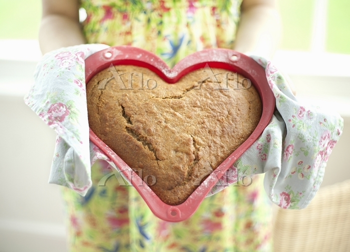 Cake baked in heart shaped tra・・・
