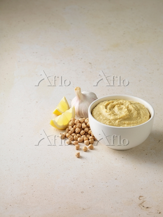 Bowl of houmous with chickpeas