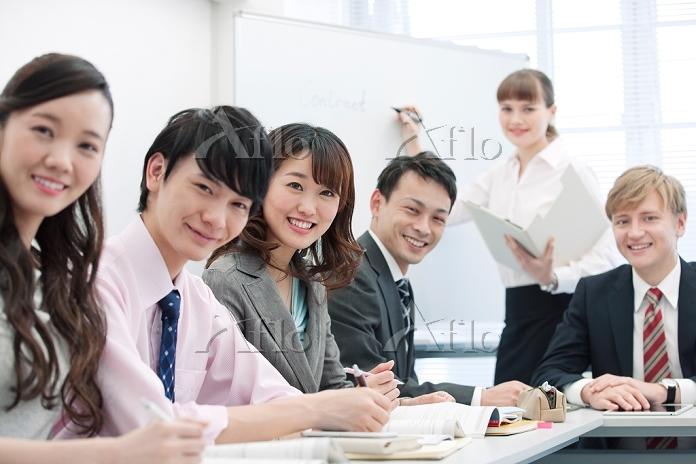 笑顔の日本人ビジネスパーソン