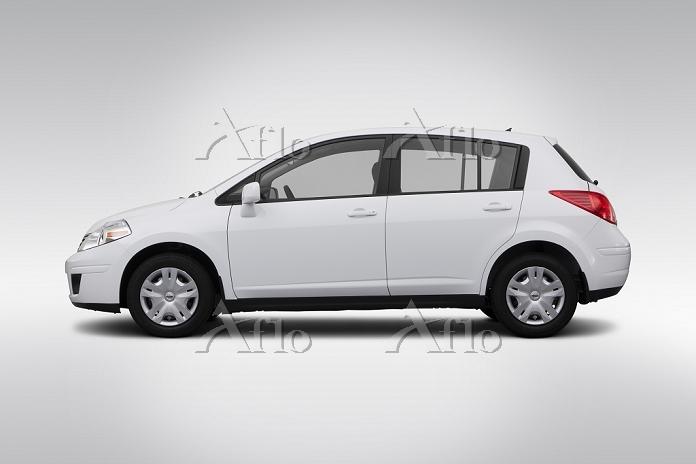 2012 Nissan Versa 1.8 S in Whi・・・