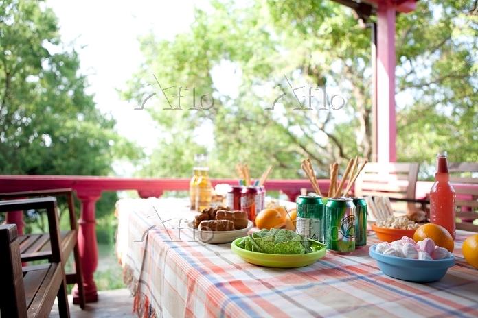 テーブルの上のパーティー料理