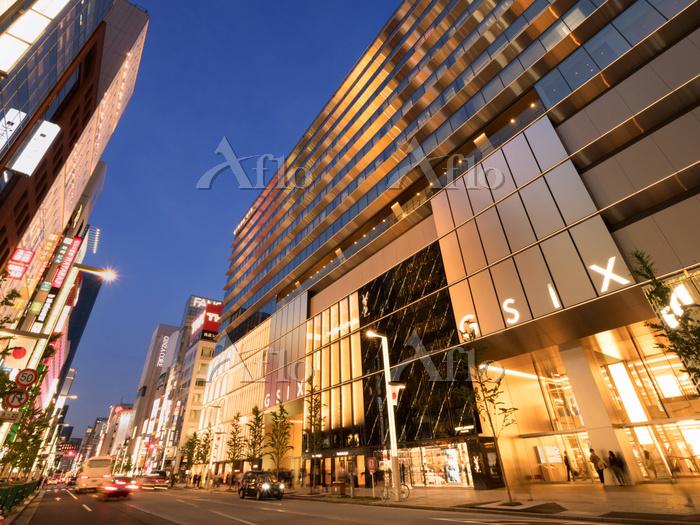 東京都 銀座シックスと中央通り