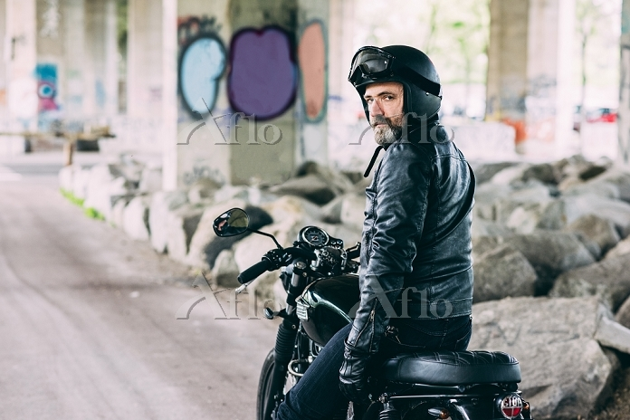 Portrait of mature male motorc・・・