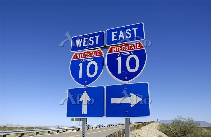 アメリカ クォーツサイトフリーウェー I-10 標識