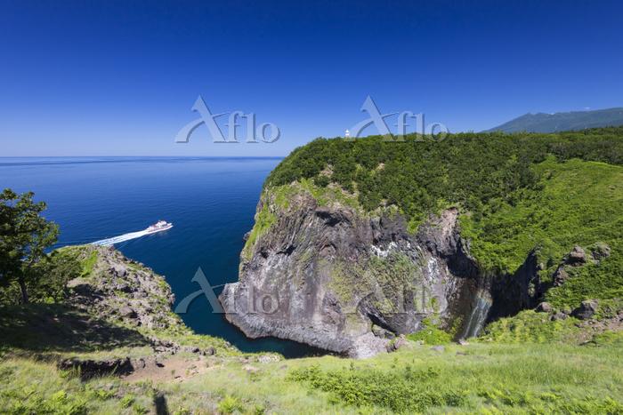 北海道 フレペの滝と観光船