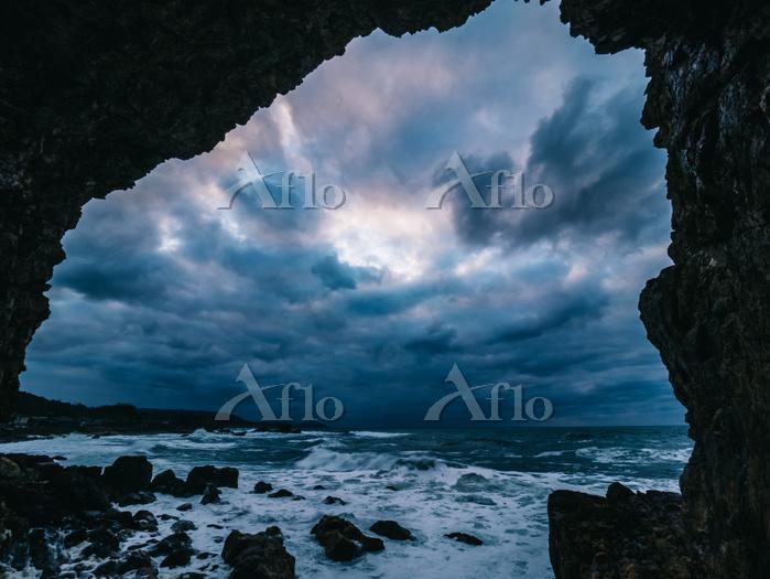 石川県 曽々木海岸 窓岩
