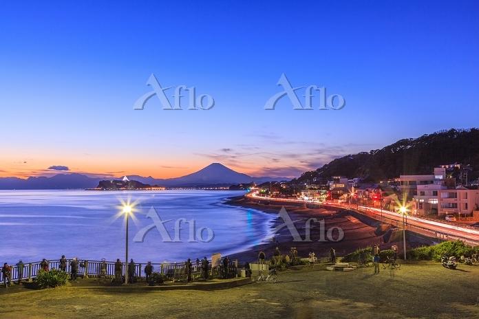 江ノ島と富士山 神奈川県 稲村ガ崎