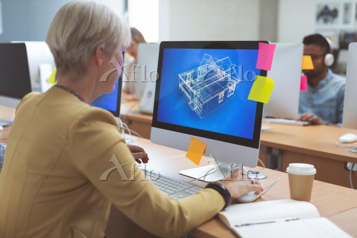 Businesswoman working on deskt・・・