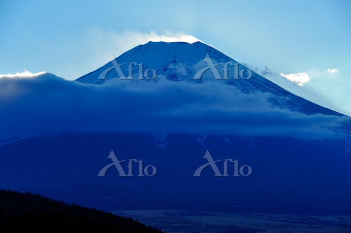 夕暮時の富士山