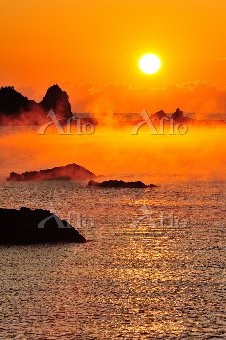 和歌山県 串本町 田原海岸の海霧と朝日