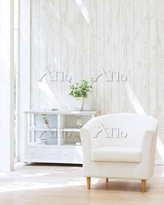 白いソファが置かれた部屋