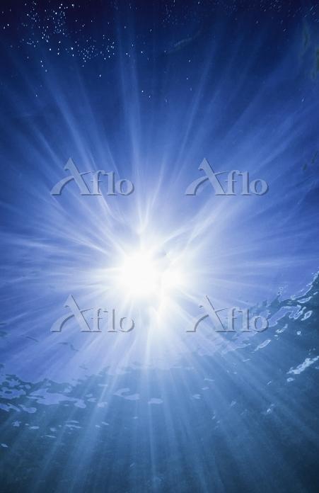 underwater sun burst with ligh・・・