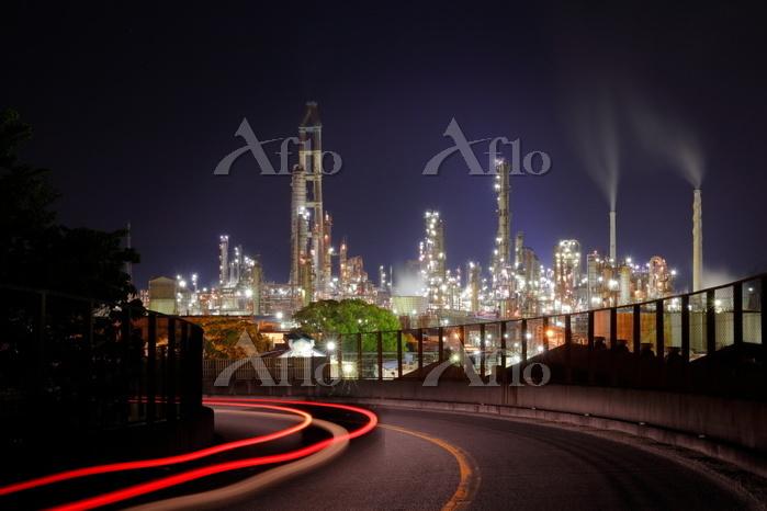 和歌山県 工場夜景と車の光跡