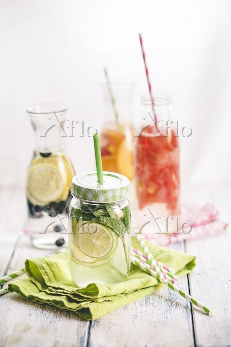 Carafes of miscellaneous fruit・・・