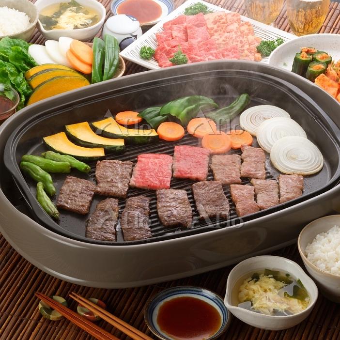 焼き肉の鉄板と食材 食べ物 料理