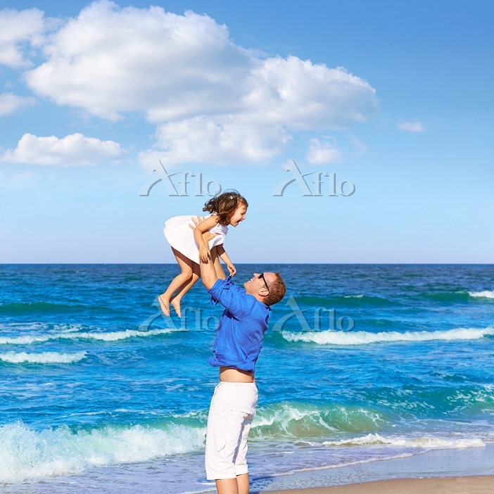 Family father holding daughter・・・
